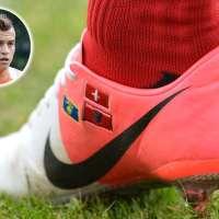 Kosovarische Fußball-Schuhe die Krieg entfachen können....